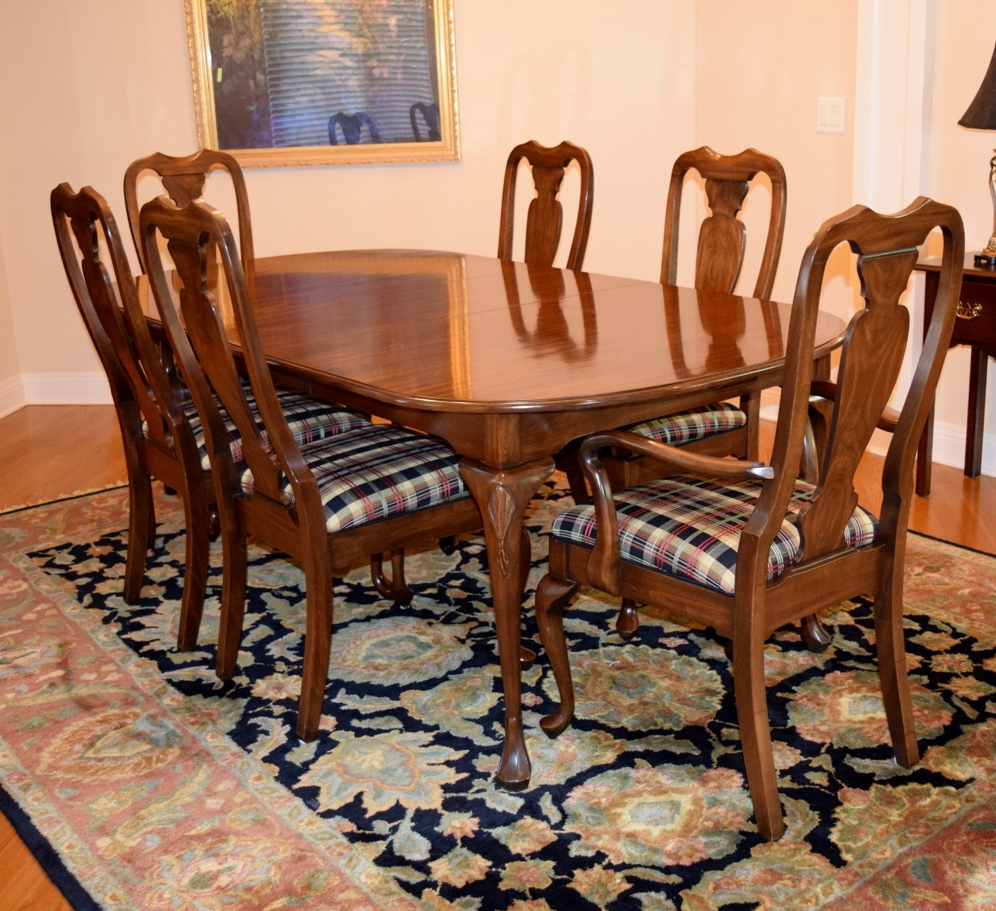 Queen anne style dining room furniture