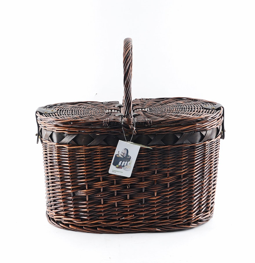 Torrington Handmade Picnic Basket With Supplies For Four