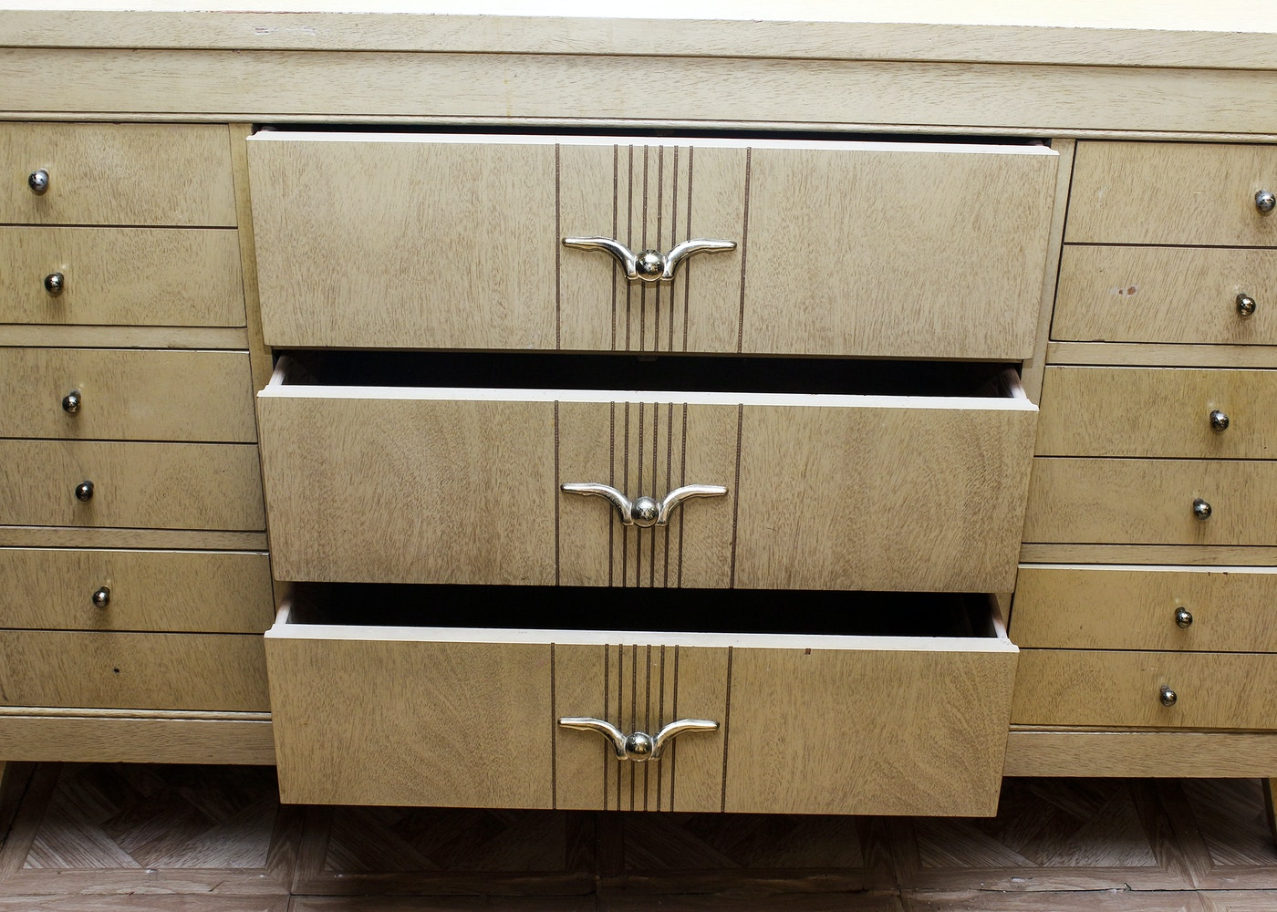 3325441 L A Period Furniture C 1950s Mid Century Dresser And Mirror also Index php likewise 1955 Desoto Fireflite Coronado likewise 4317099 Dunbar Tambour Front Storage Cabi together with Two Toned Hair Styles. on 1950s auto three tone