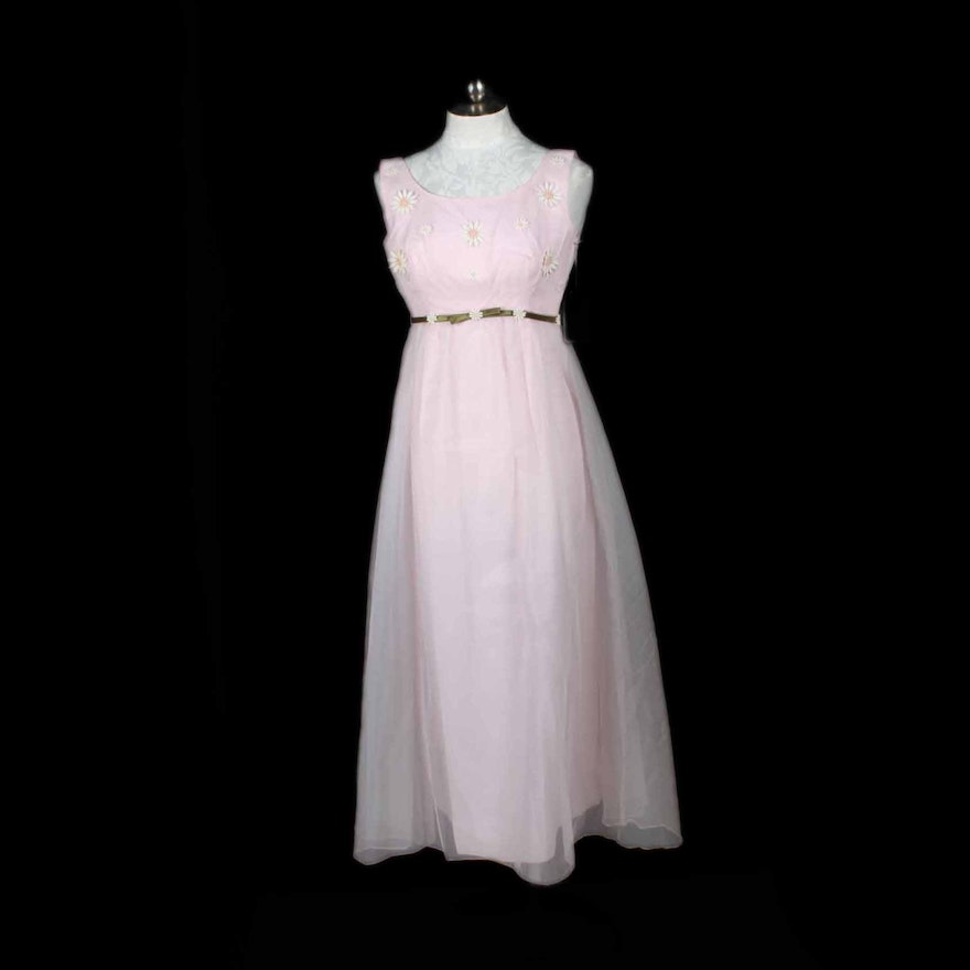 1960s Formal Gown With Pink Chiffon And Daisies Ebth