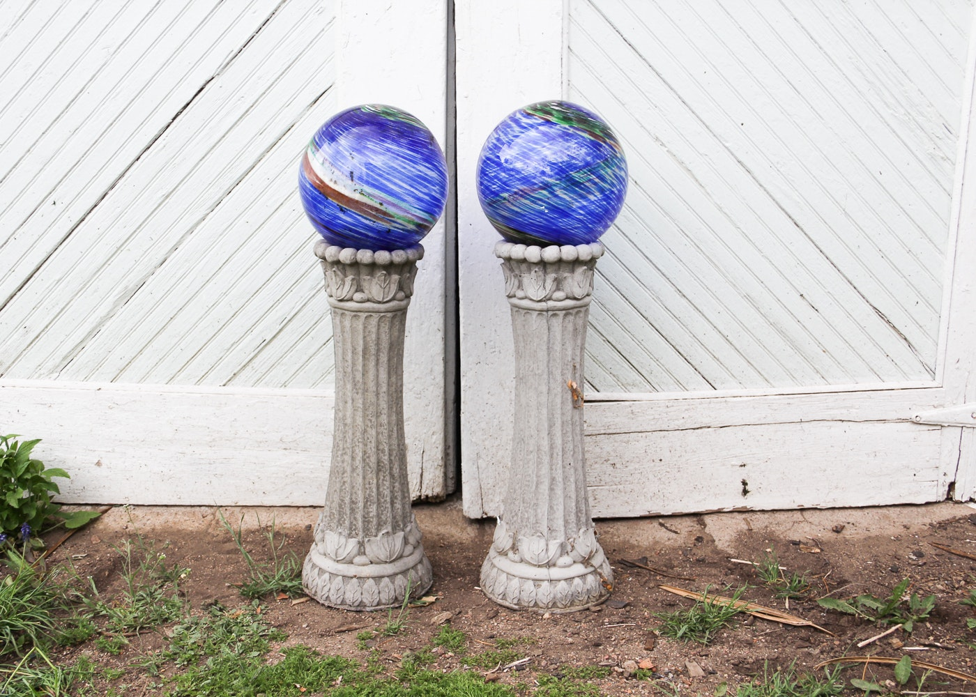 Pair Of Garden Gazing Balls And Concrete Stands ...