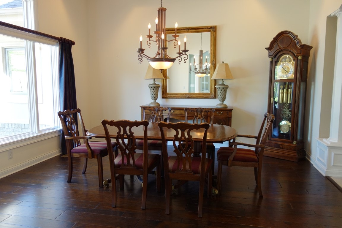Romweber Thornhill House Collection Mahogany Dining Room Set