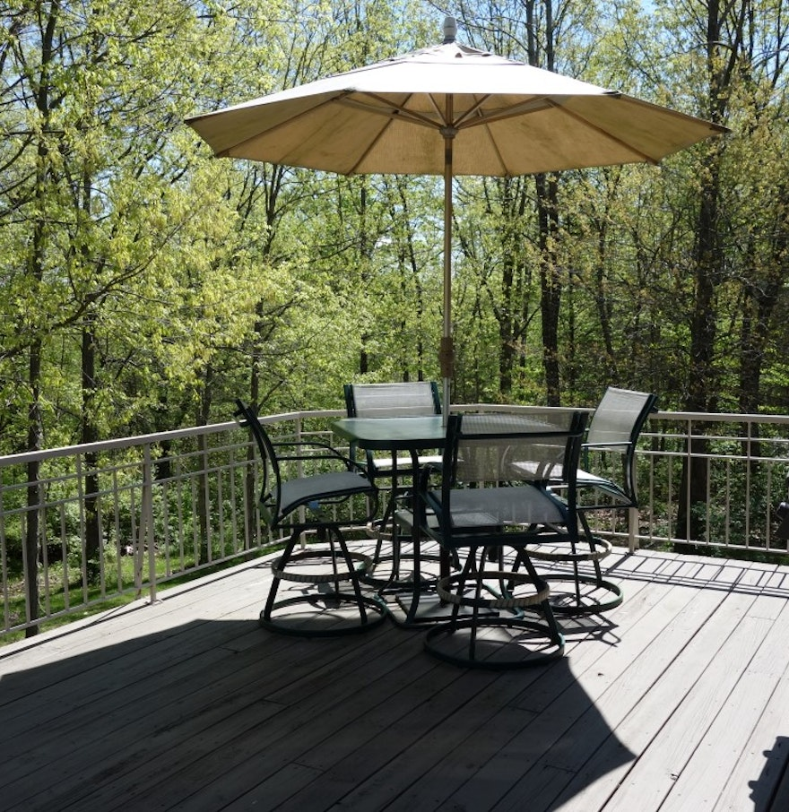 Outdoor patio umbrella table and chairs ebth for Patio table and chairs with umbrella