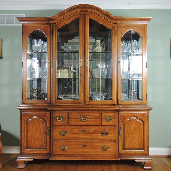 Beau Thomasville Fisher Park Lighted Breakfront China Hutch ...