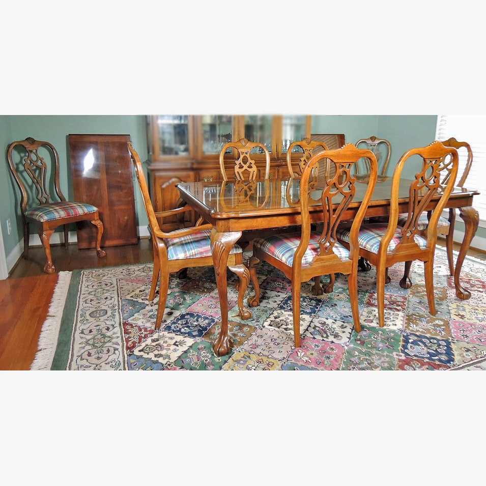 Thomasville Fisher Park Dining Table And Eight Chairs ...