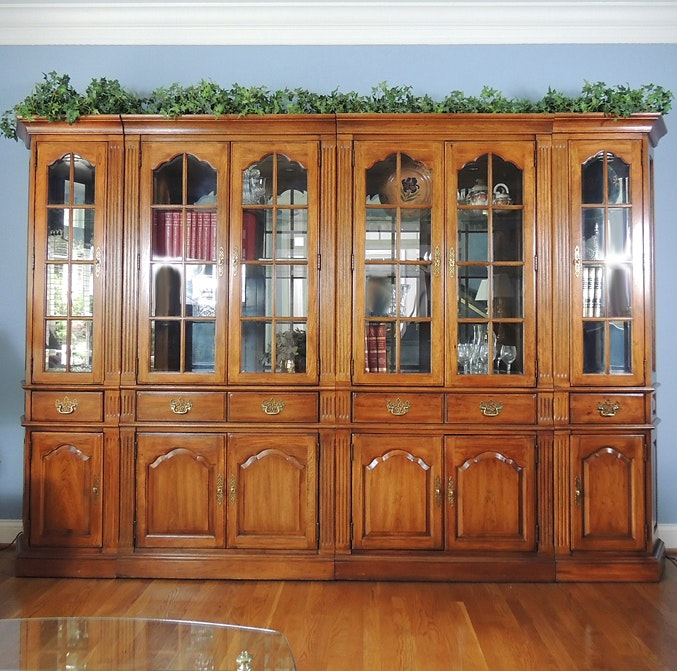 Thomasville Fisher Park Lighted China Cabinet Wall Unit