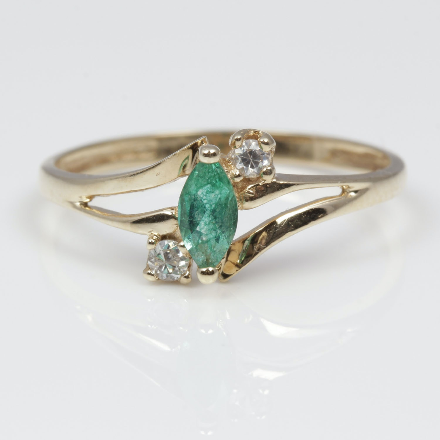 10k yellow gold synthetic emerald and cubic zirconia ring