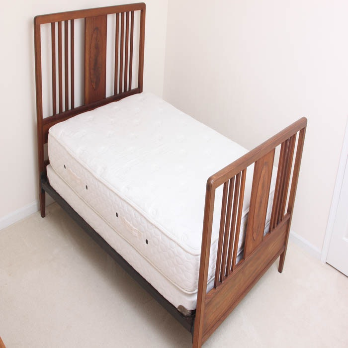 Antique English Mahogany Stain Full Bed