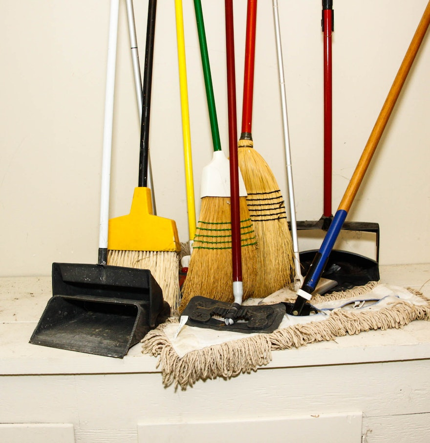 mops brooms and dust pans ebth. Black Bedroom Furniture Sets. Home Design Ideas