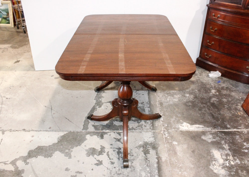 Duncan phyfe style walnut dining room table ebth for Duncan 5 dining room table