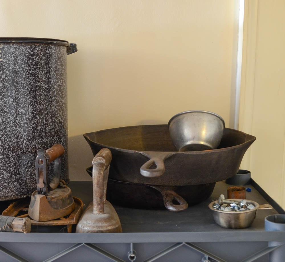 Assorted Vintage Kitchen Supplies : EBTH