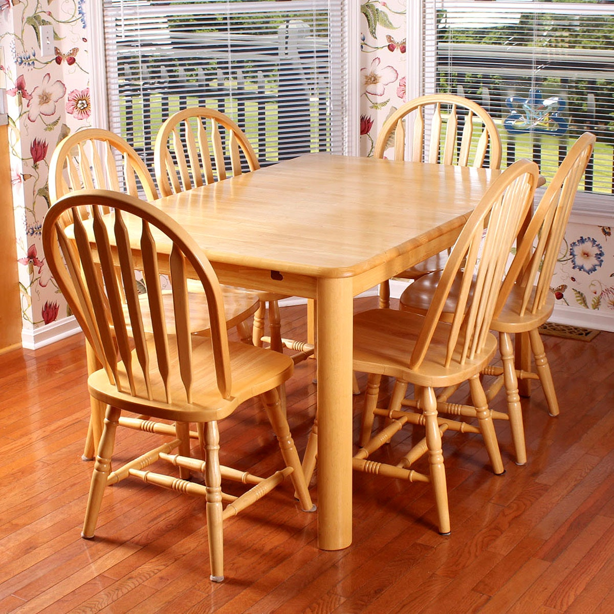 Maple Kitchen Table With Chair And Bench Ebth: Light Maple Dining Table And Windsor Style Chairs : EBTH