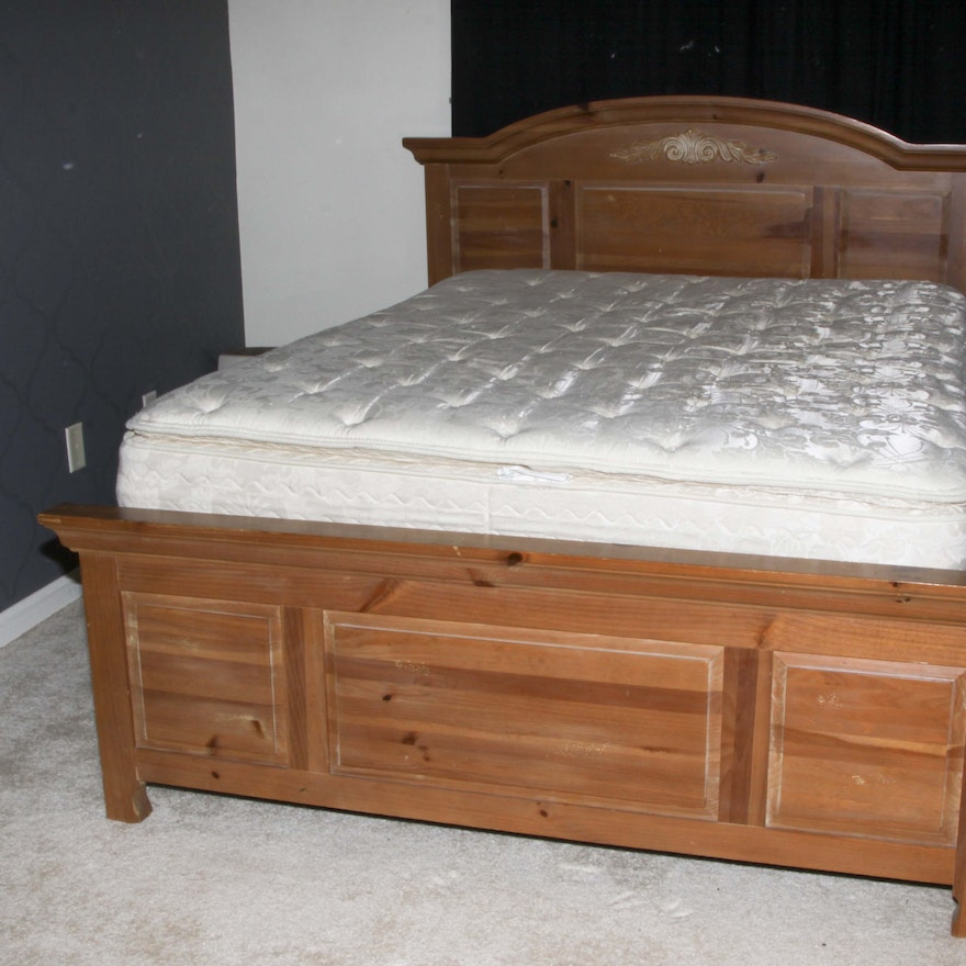 Broyhill Fontana Pine Queen Size Bed Frame : EBTH