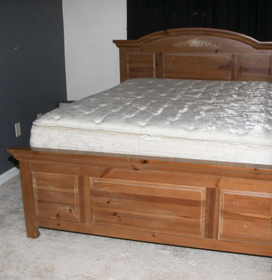 broyhill fontana pine queen size bed frame ebth. Black Bedroom Furniture Sets. Home Design Ideas