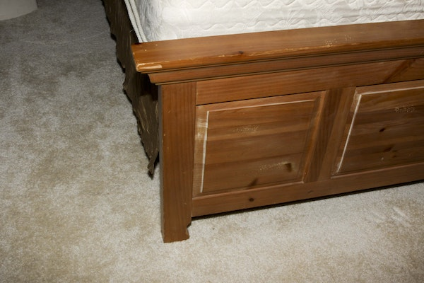 Broyhill Fontana Pine Queen Size Bed Frame Ebth