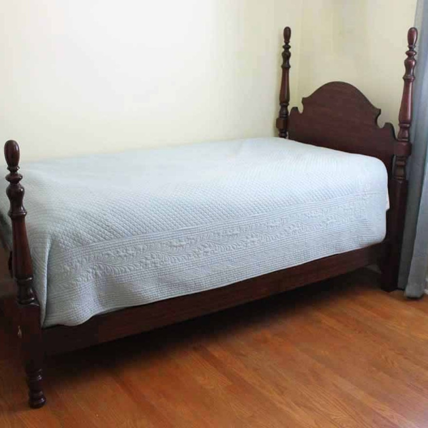 Twin Size Queen Anne Style Bed Frame : EBTH