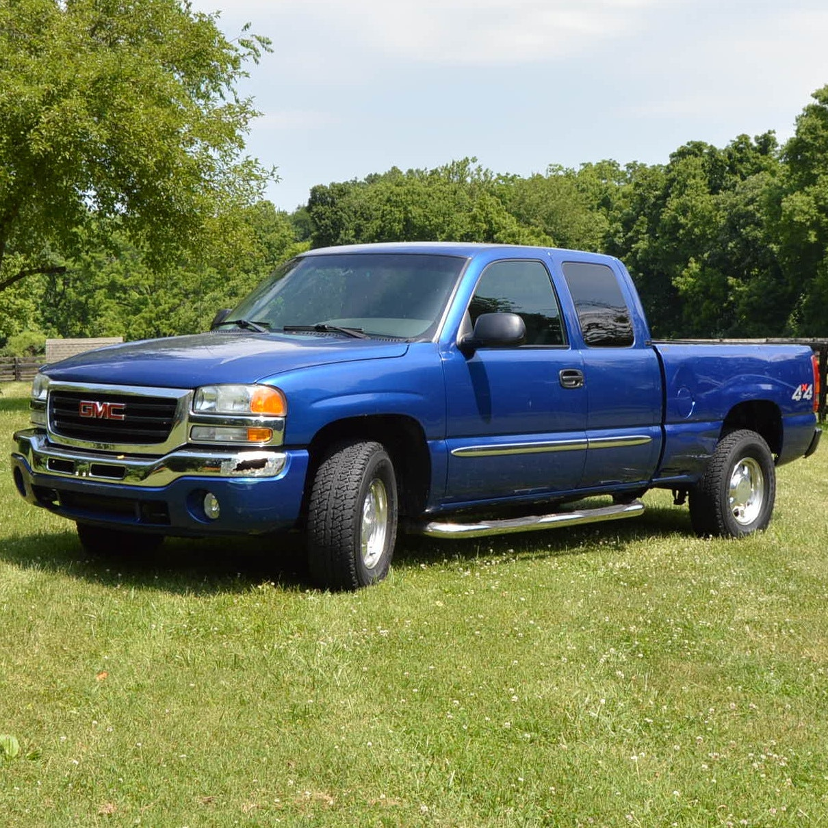 2003 GMC Sierra SLE Truck