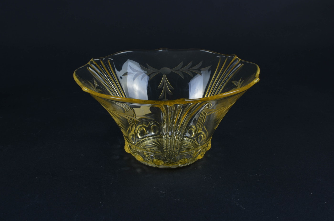 Vintage Yellow Floral Pressed Glass : EBTH