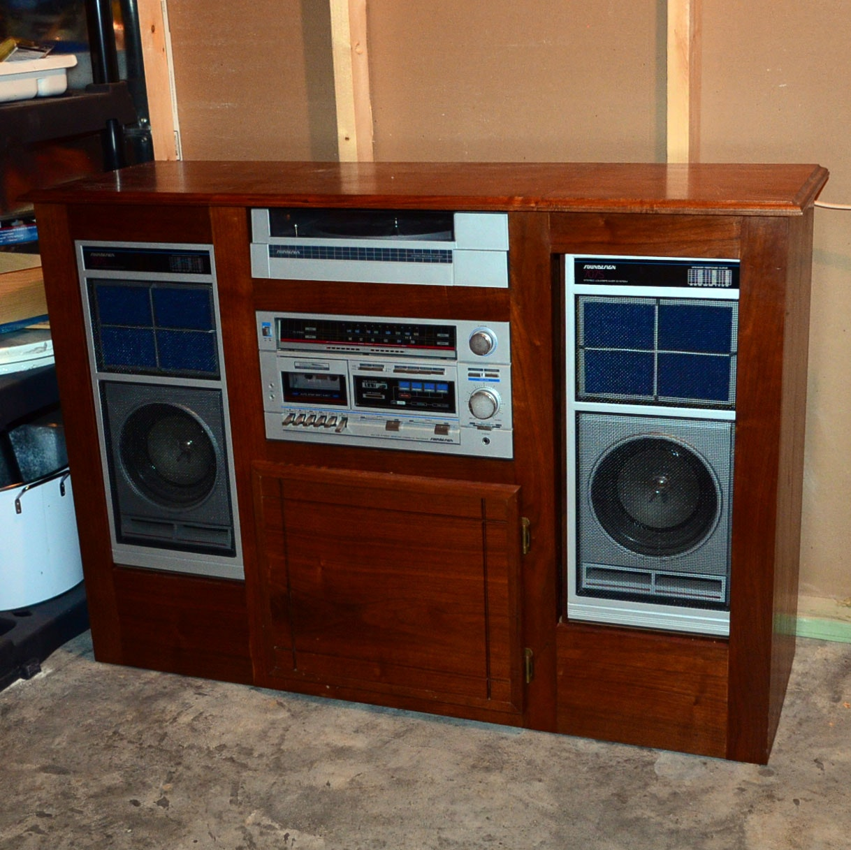 Stereo Cabinet With Soundesign Stereo Equipment ...
