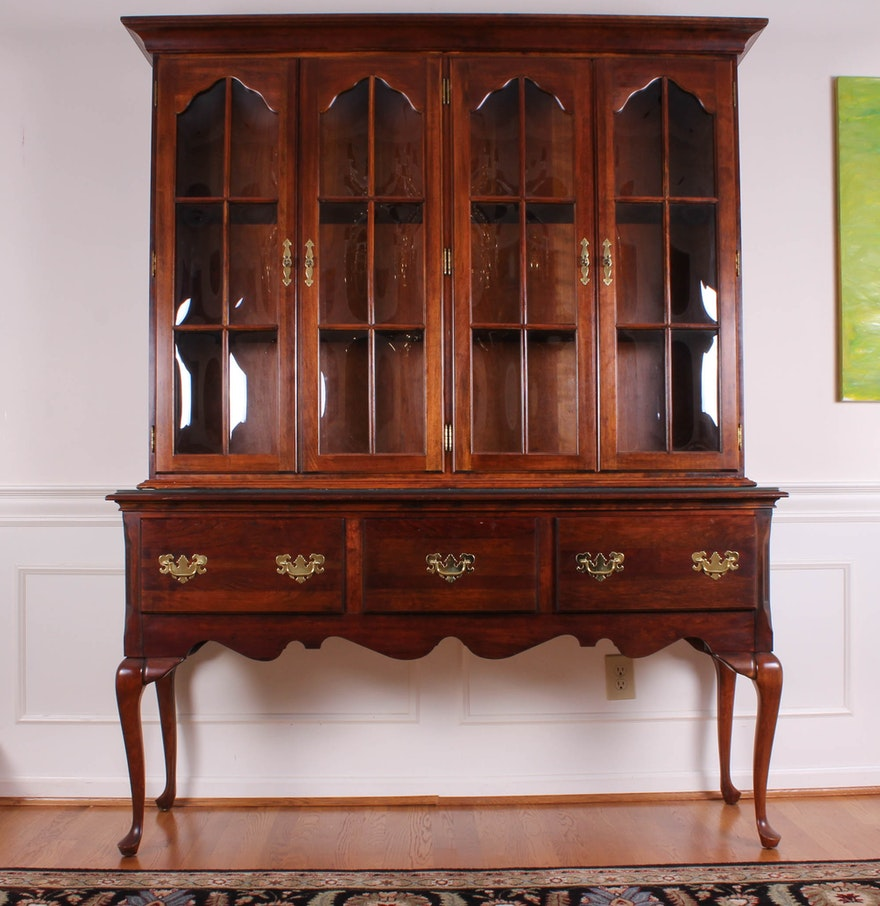 Queen anne style sideboard with china cabinet ebth for Sideboard queens