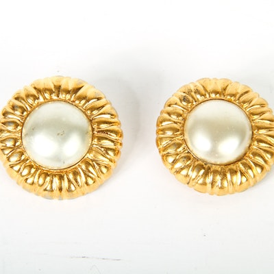 Vintage Chanel Costume Pearl & Gold Tone Clip On