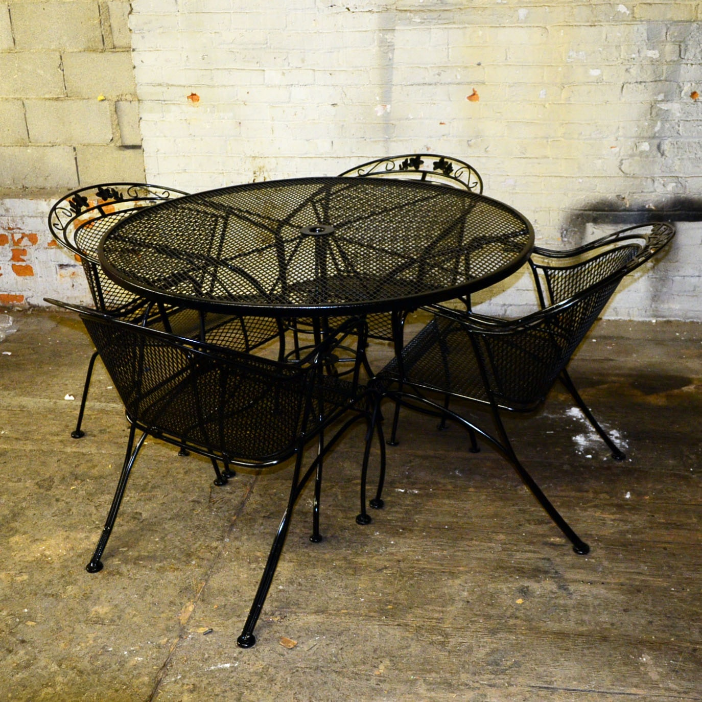 Traditional Cast Iron Patio Table & Chairs