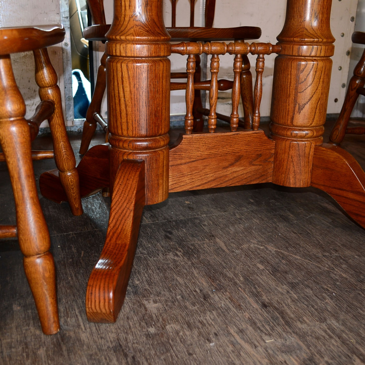 Tell City Oak Dining Table And Dining Chairs Ebth