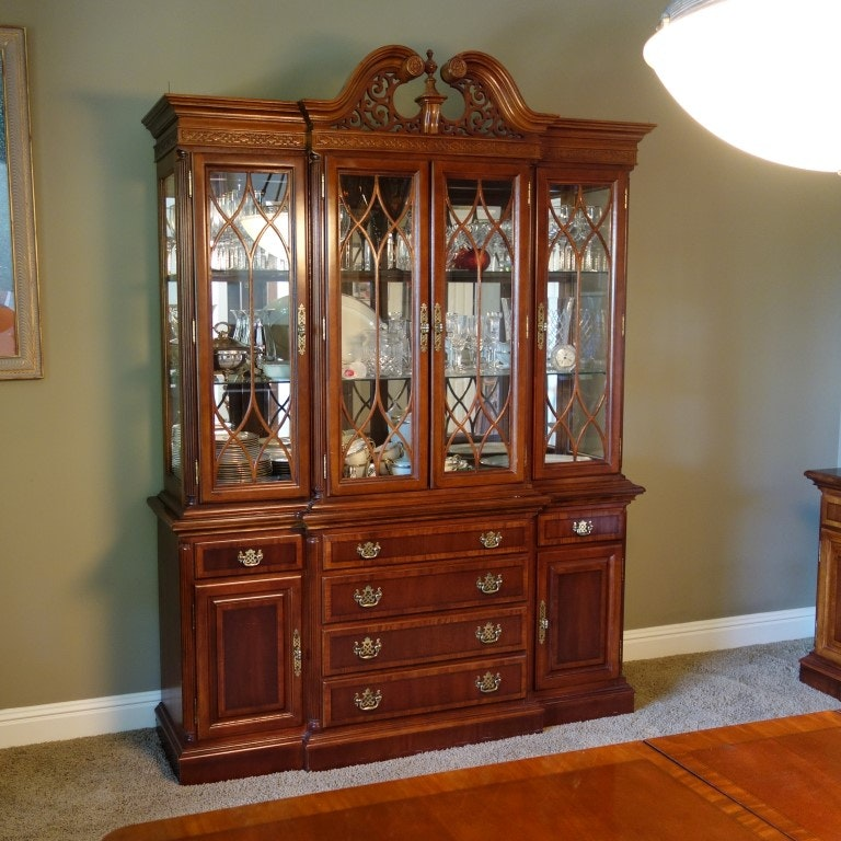 Chippendale Style Universal Furniture China Cabinet