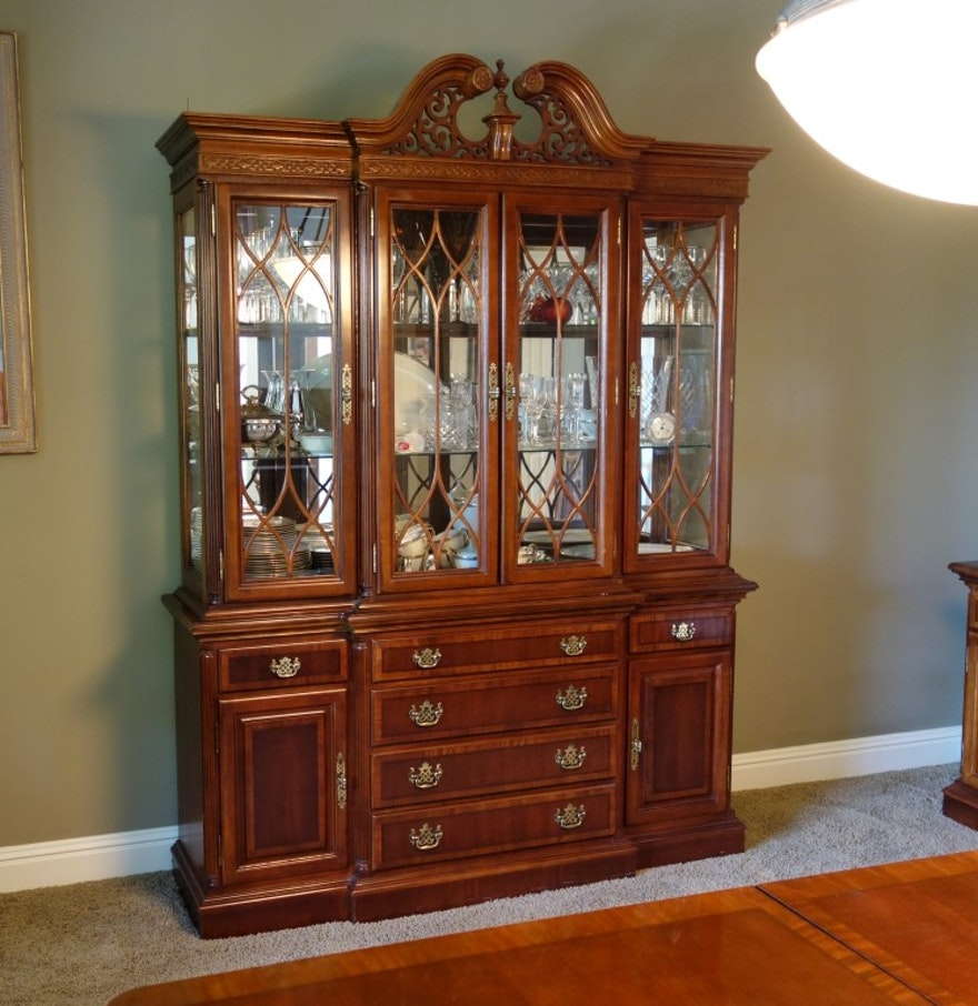 Chippendale China Cabinet Chippendale Style Universal Furniture China Cabinet Ebth