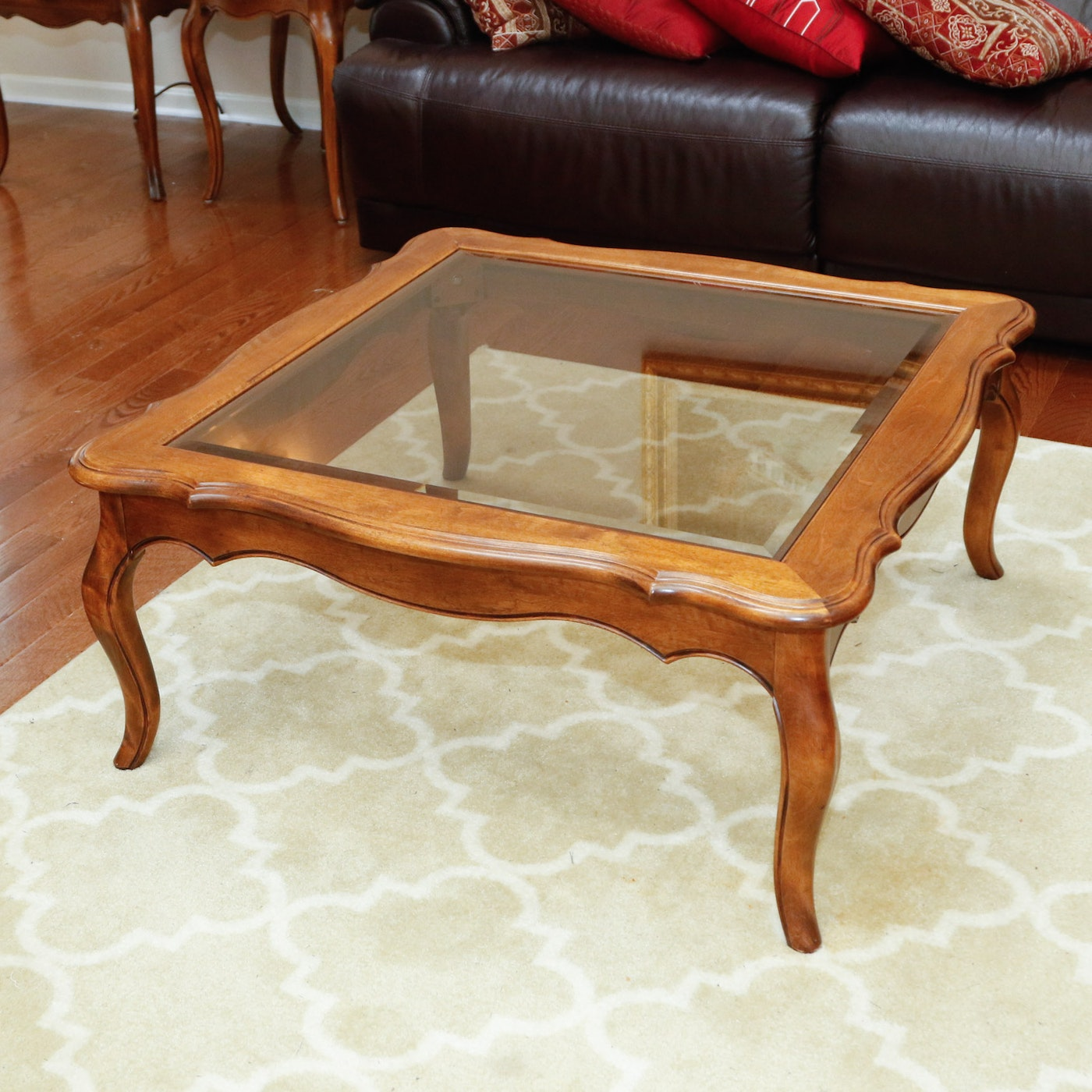 "Ethan Allen New Country Coffee Table: Ethan Allen ""Country French"" Coffee Table : EBTH"