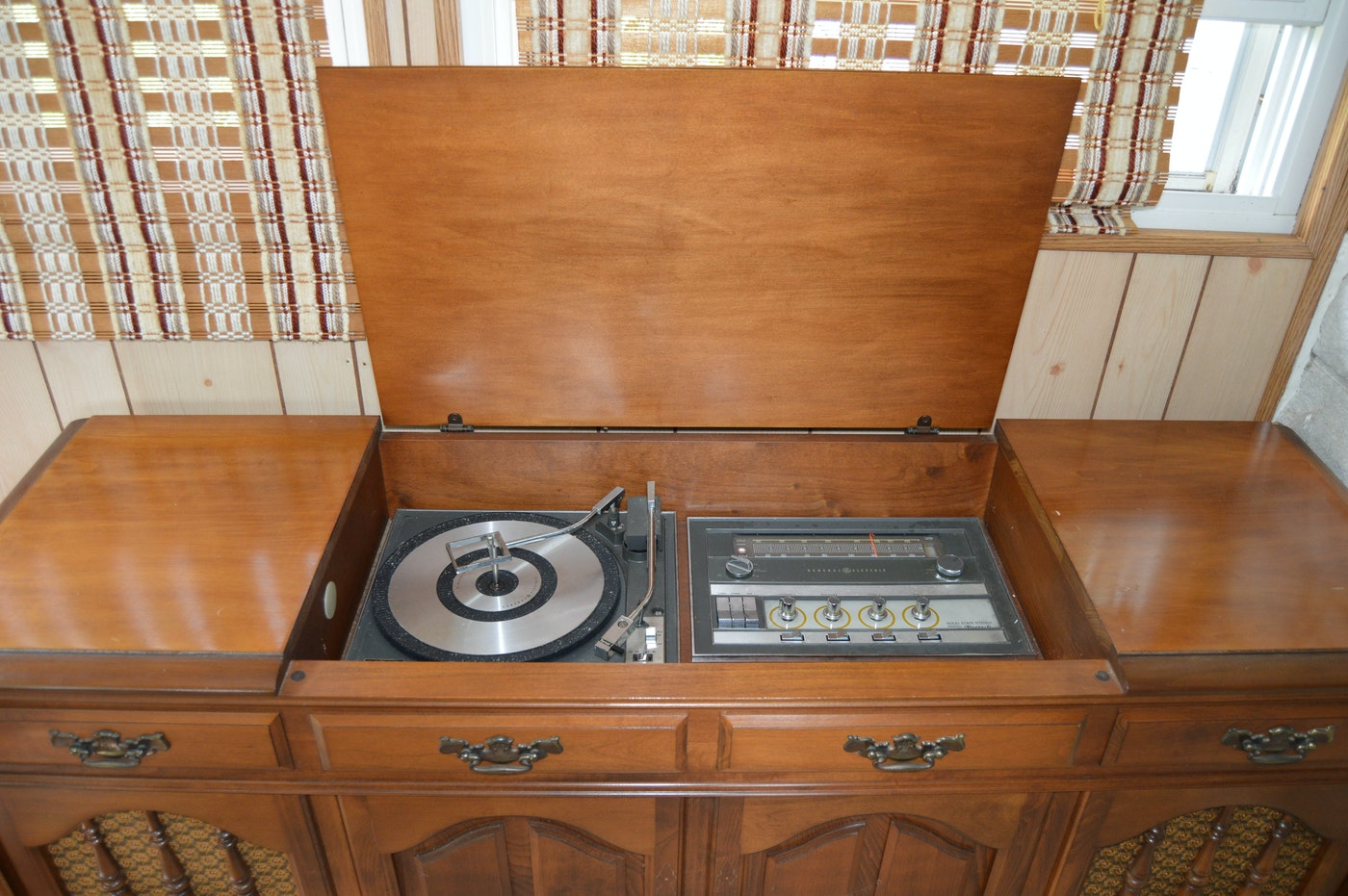 Vintage General Electric Stereo Cabinet Ebth