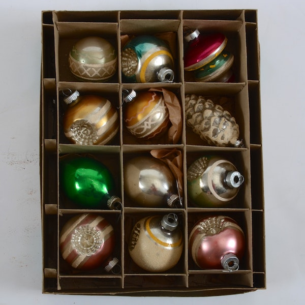 Vintage blown glass christmas ornament collection for Collecting vintage christmas ornaments
