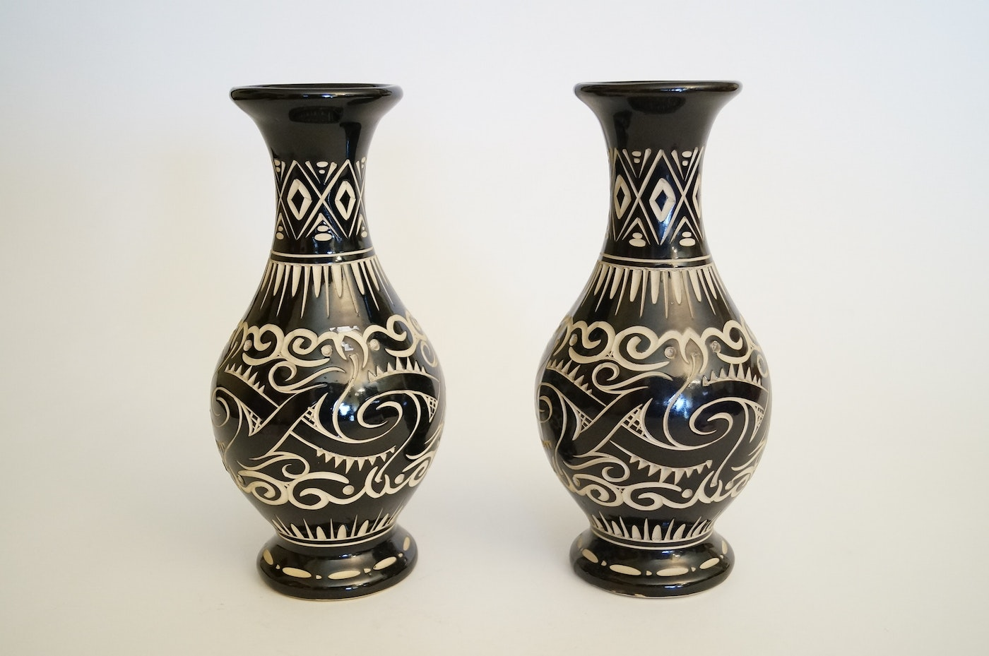 Roseville Auto Sales >> Pair of Handcrafted Borneo Sarawak Pottery Vases | EBTH