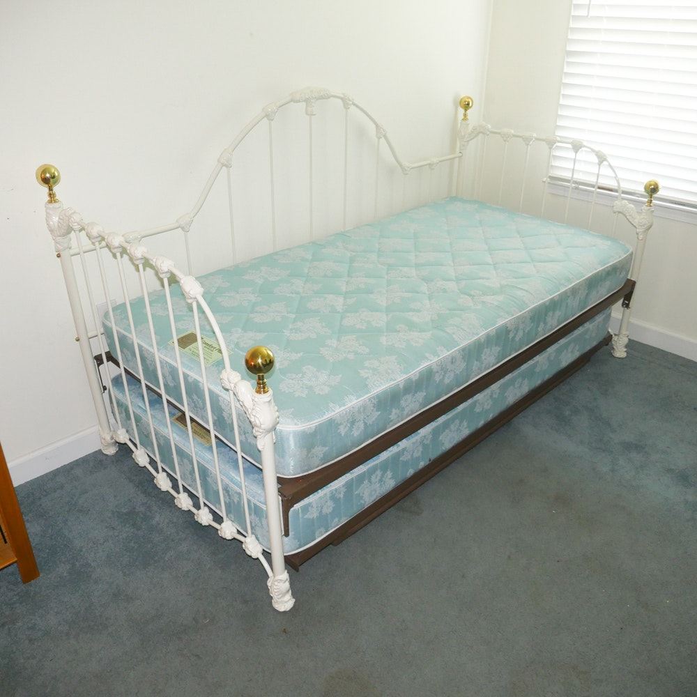 Vintage White Iron Twin Size Trundle Bed EBTH