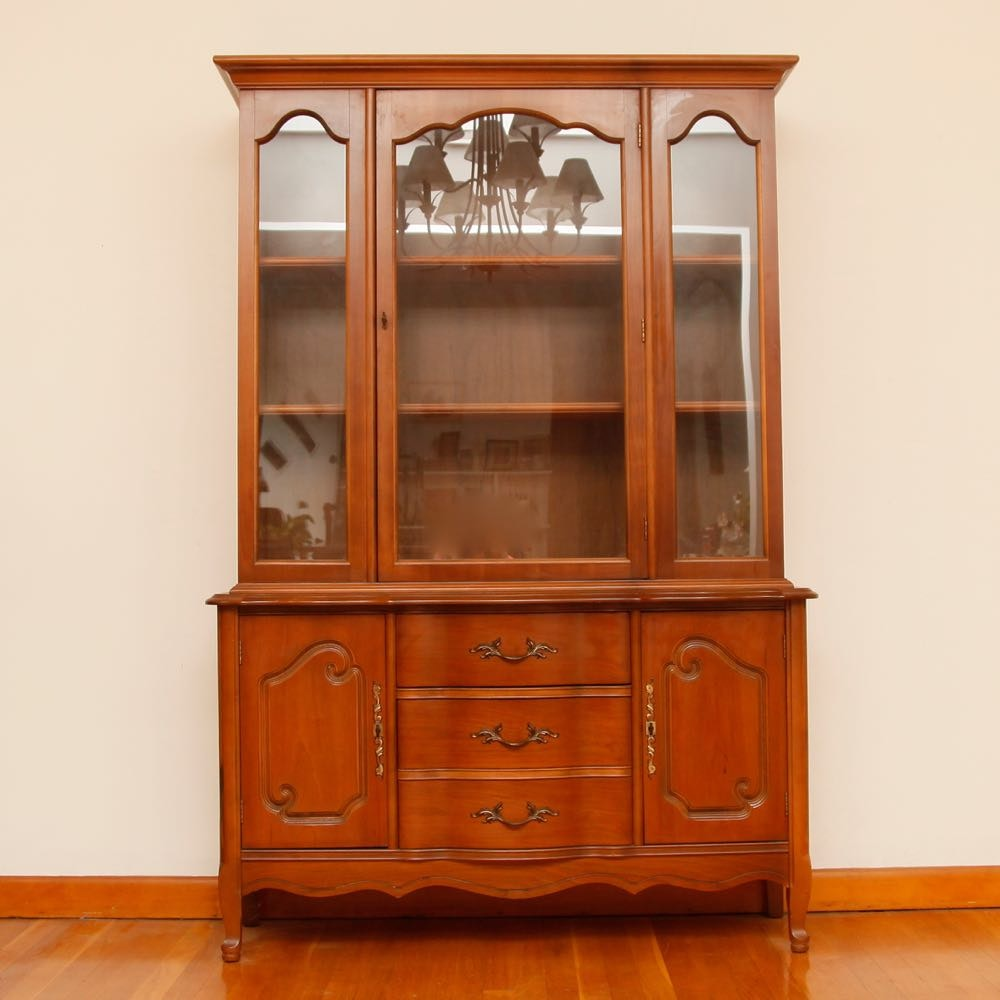bassett furniture cherry china cabinet ebth rh ebth com bassett furniture industries inc antique china cabinet bassett furniture antique china cabinet