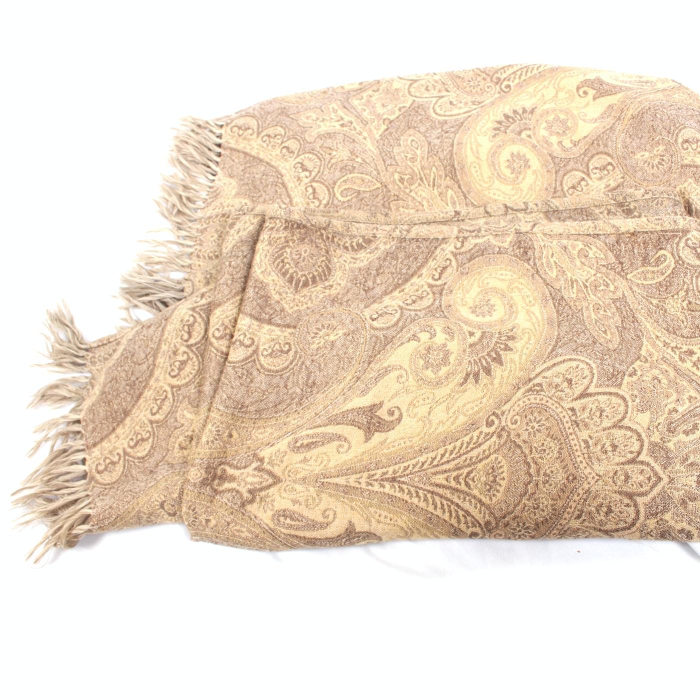 Restoration Hardware Sofa Throws: Restoration Hardware Throw And Accent Pillows : EBTH