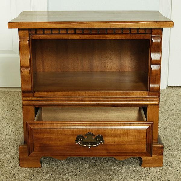 Keller Furniture Single Drawer Maple Nightstand Ebth