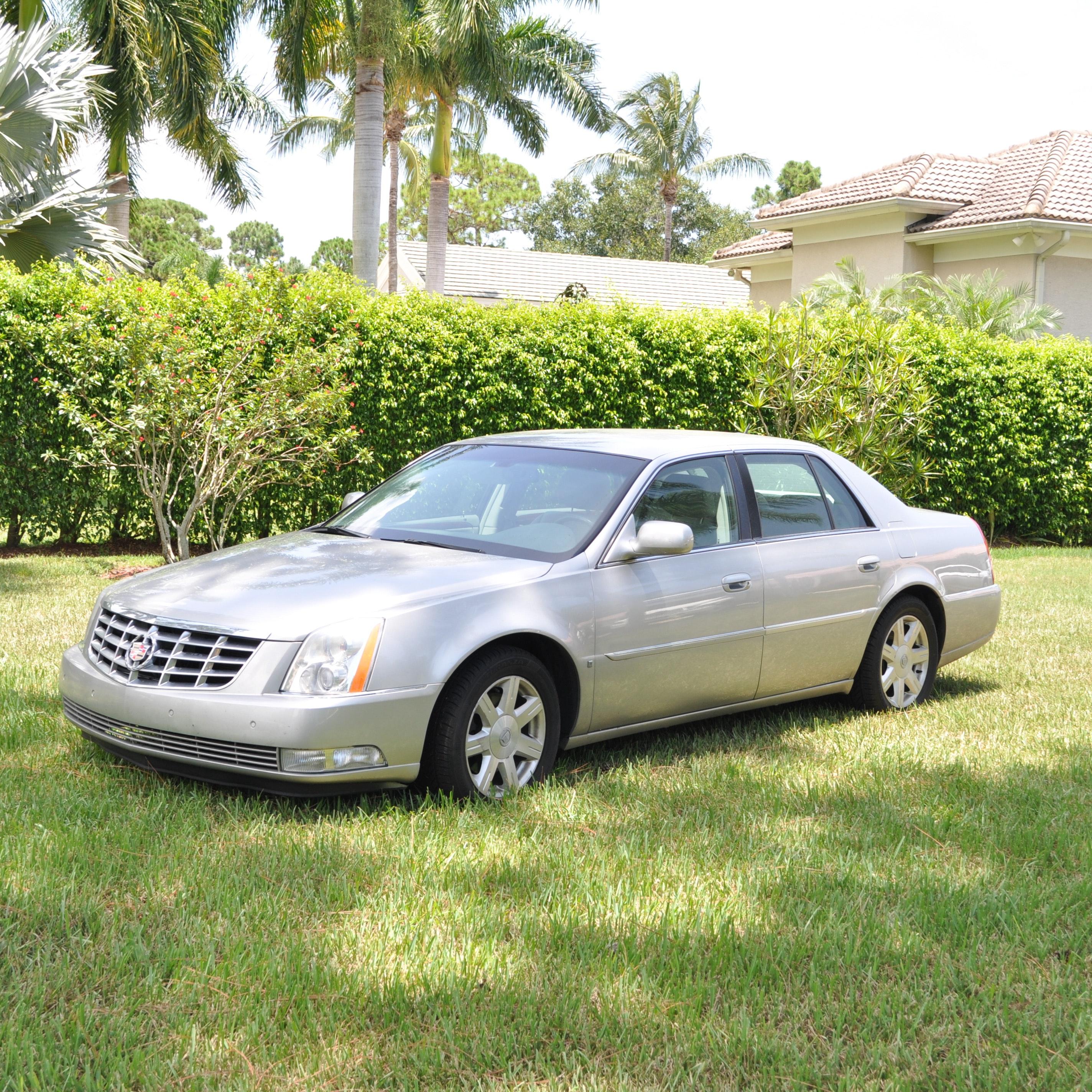 "2007 Silver General Motors ""Cadillac"" DTS"