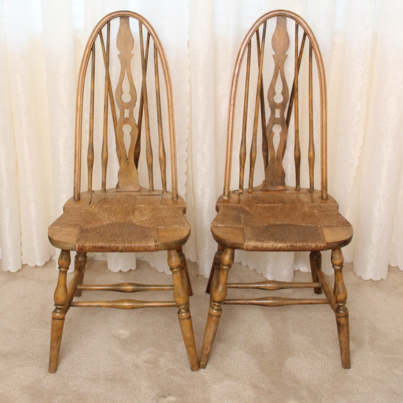 Attirant Pair Of Antique Colonial Furniture Company Windsor Chairs ...