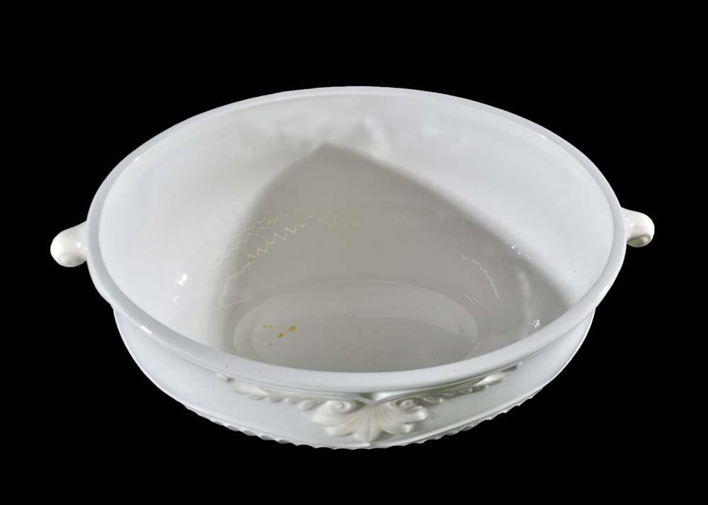 Lenox Quot Butler S Pantry Quot Soup Tureen With Ladle Ebth