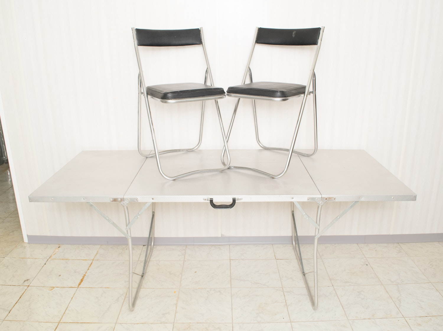 Vintage Folding Utility Table and Fujiset Folding Chairs EBTH