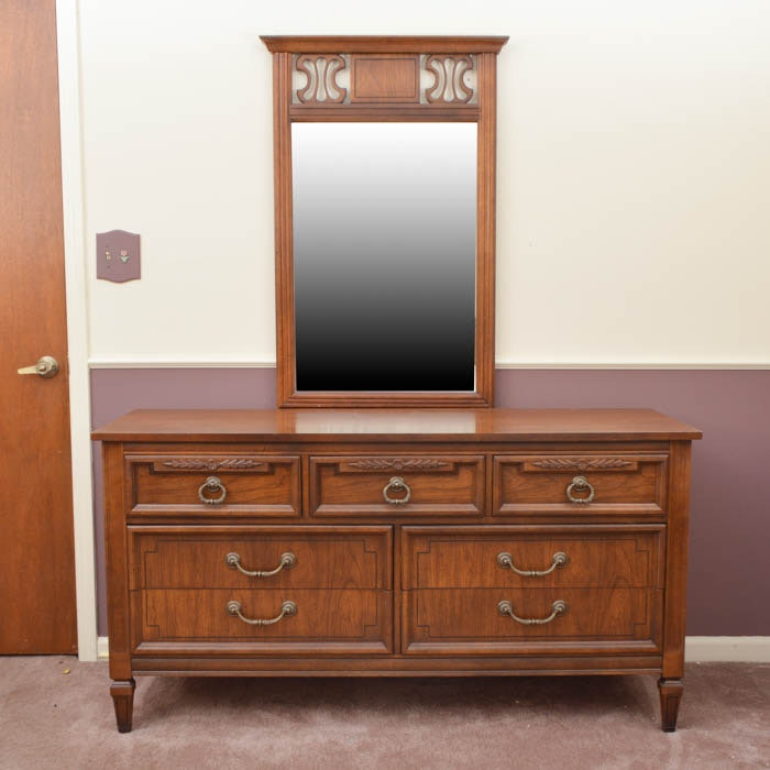 Dixie Furniture Company Dresser With Mirror ...
