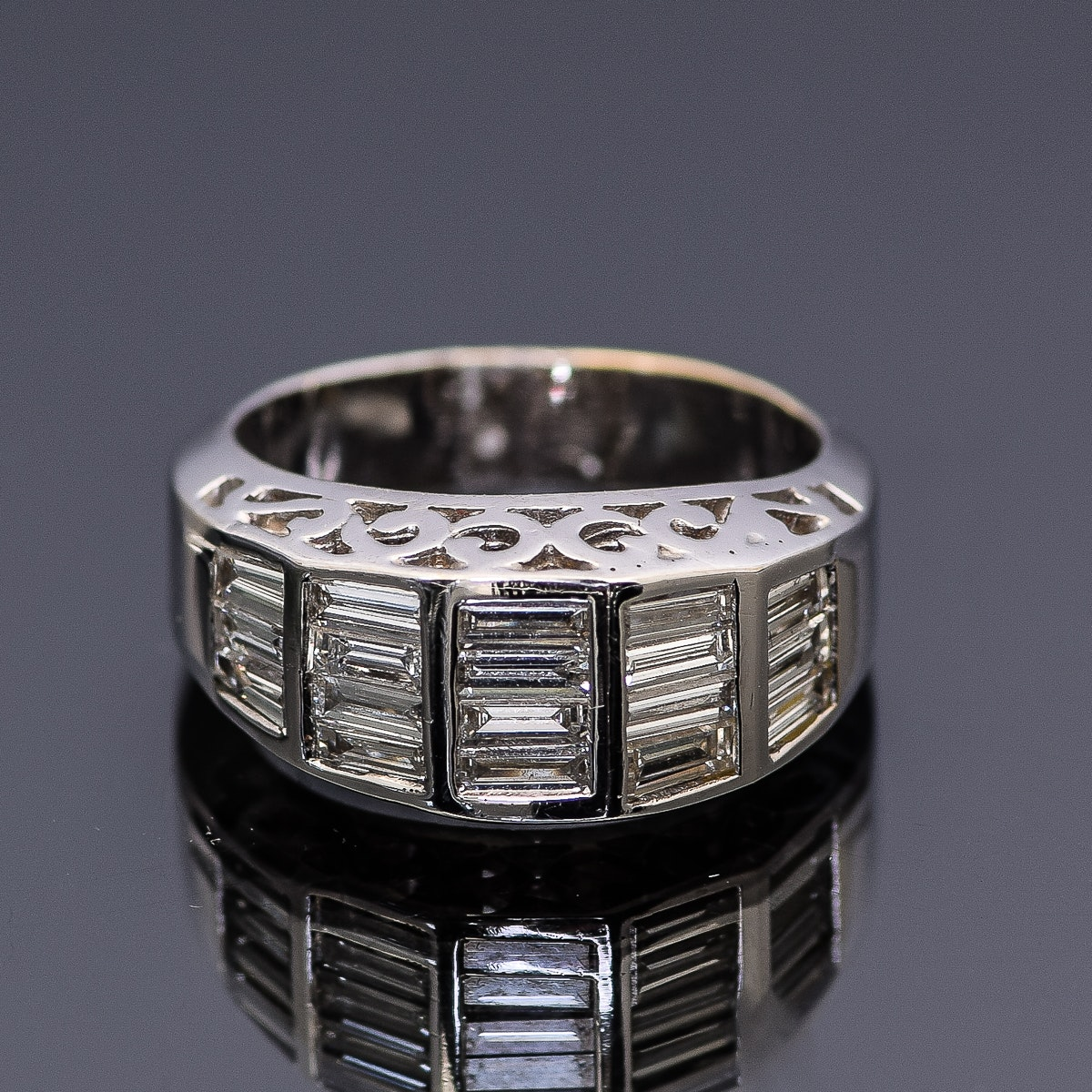 18K White Gold and 1.90 CTW Baguette Diamond Ring