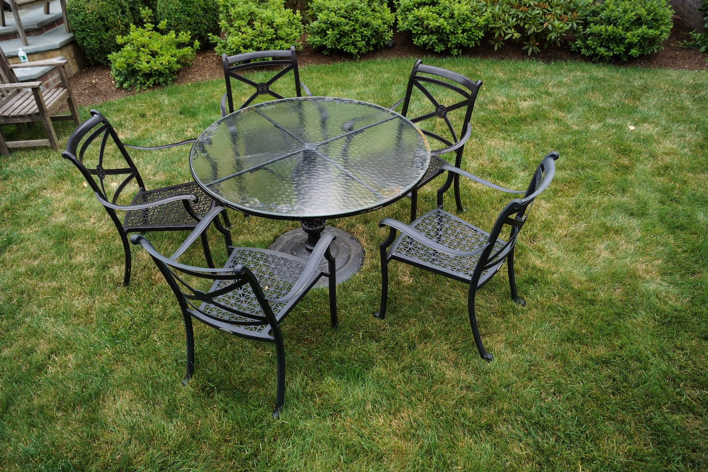 Smith hawken outdoor glass topped iron table with chairs for Table 52 art smith