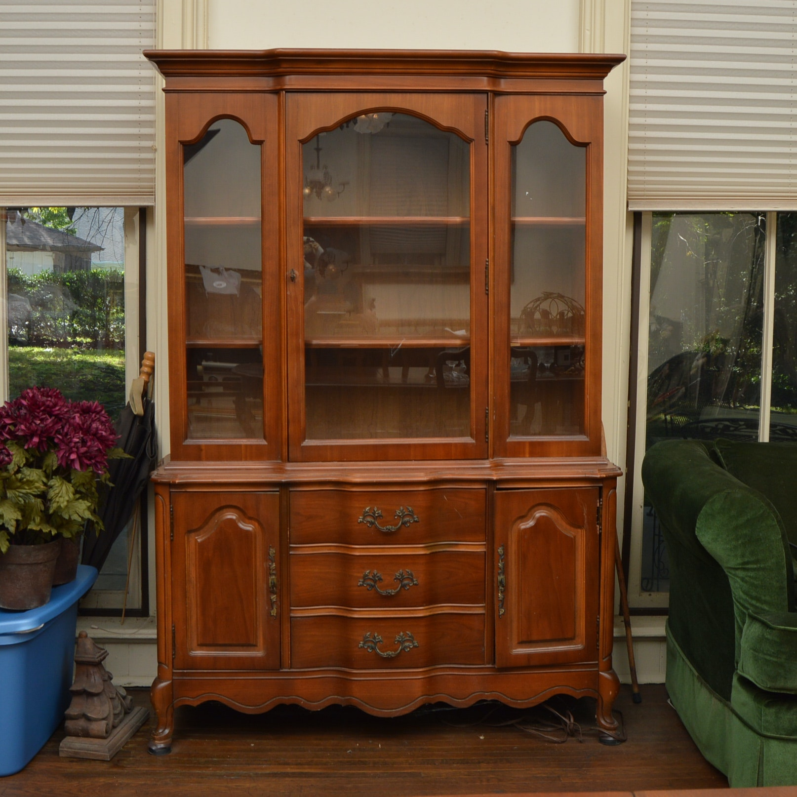 bassett furniture french provincial style china cabinet ebth rh ebth com vintage bassett furniture china cabinet Vintage Bassett Furniture