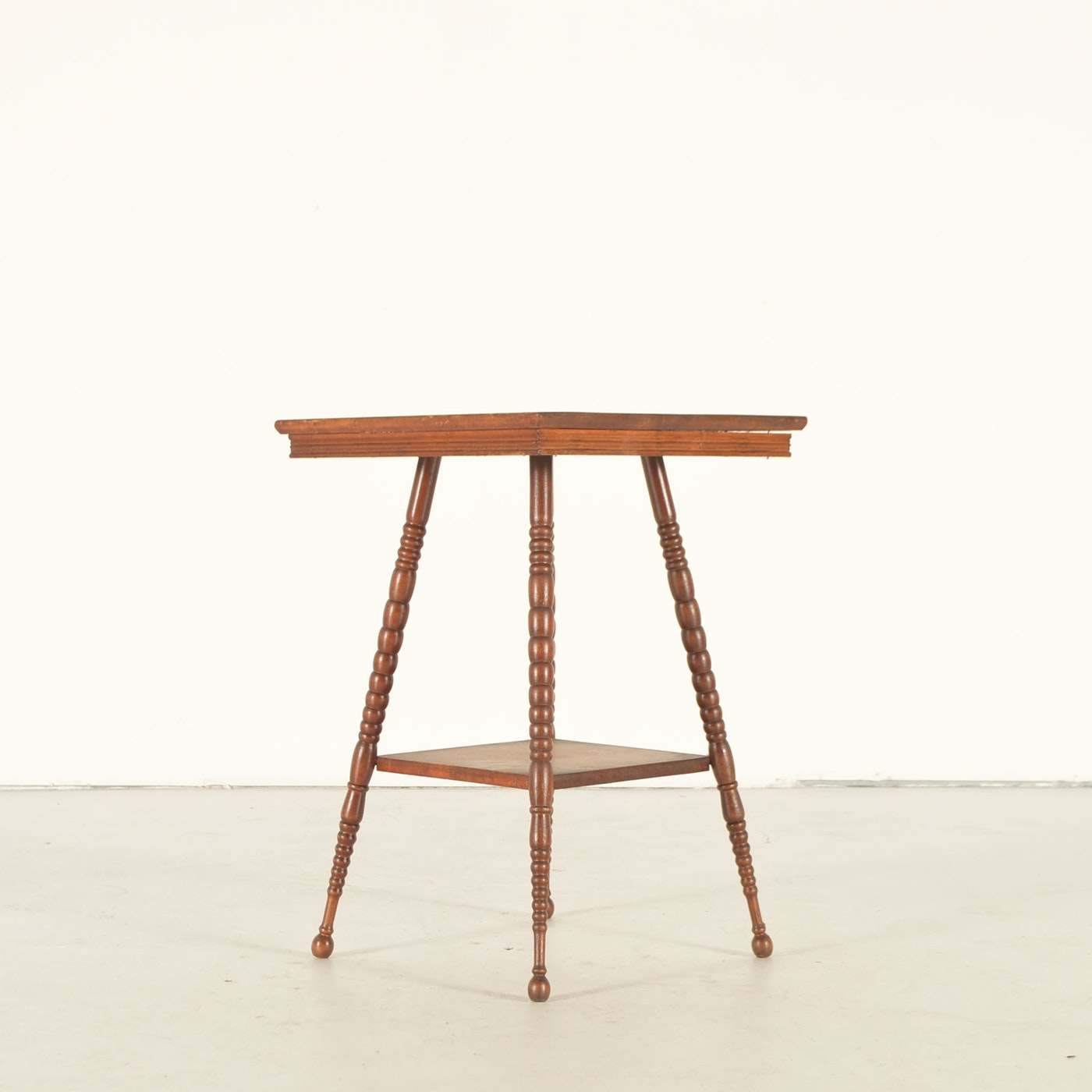 Antique oak parlor table ebth for Table 52 2016