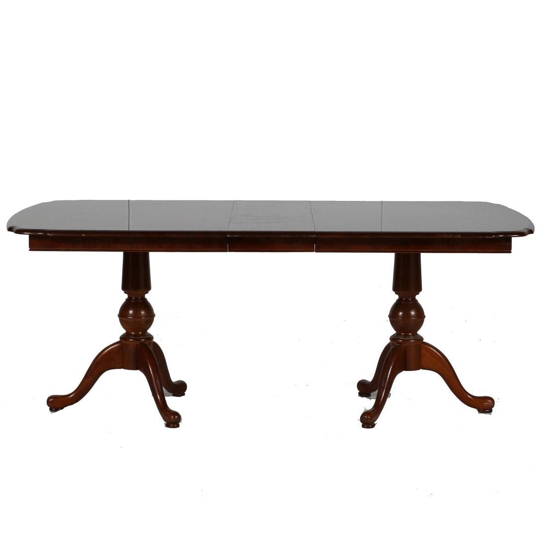 Universal Furniture Queen Anne Style Mahogany Dining Table  : JBBPJMe 0885jpgixlibrb 11 from www.ebth.com size 880 x 906 jpeg 42kB