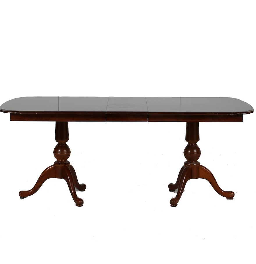 Universal Furniture Queen Anne Style Mahogany Dining Table EBTH