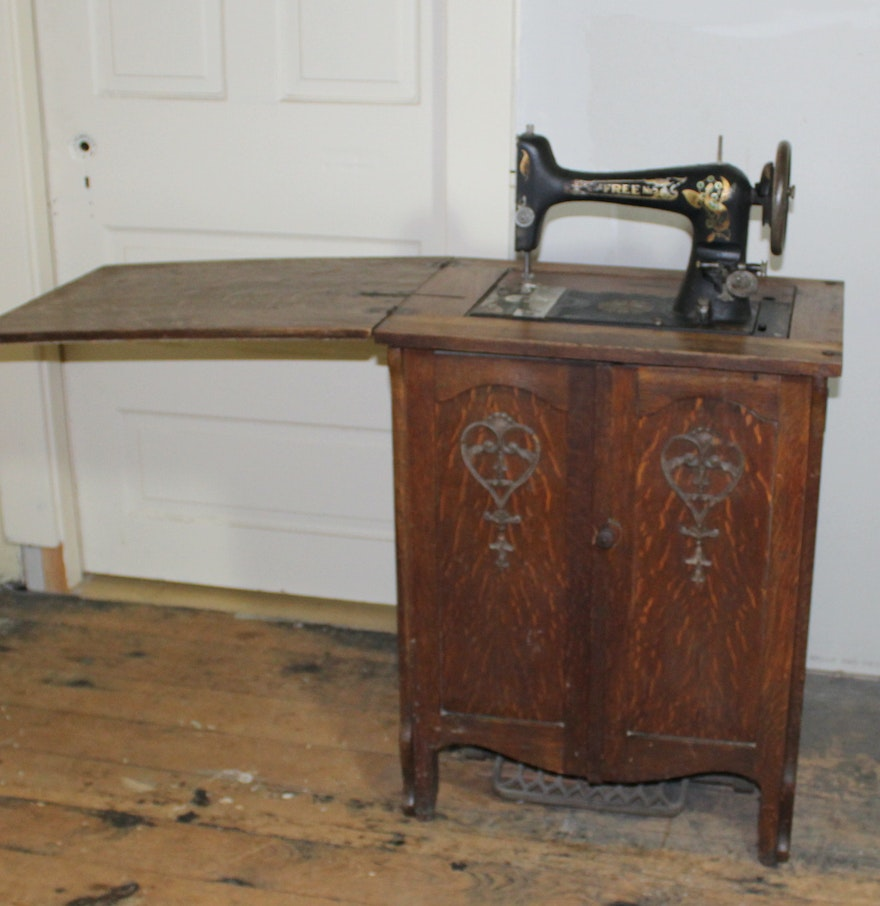 Treadle Sewing Machine Cabinet Vintage Free No 5 Sewing Machine In Oak Cabinet Ebth