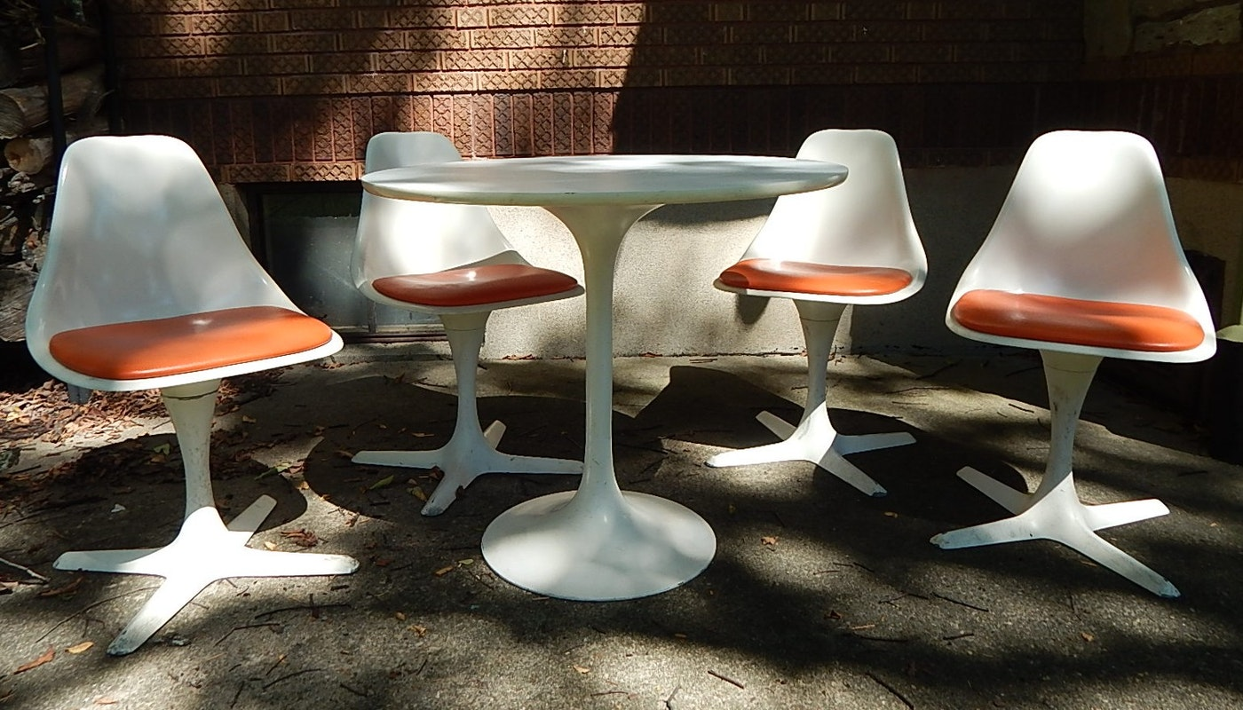 Mid Century Modern Tulip Table And Side Chairs By Burke Ebth